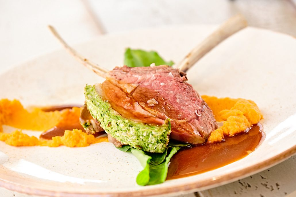 Hire a private chef with Dineindulge